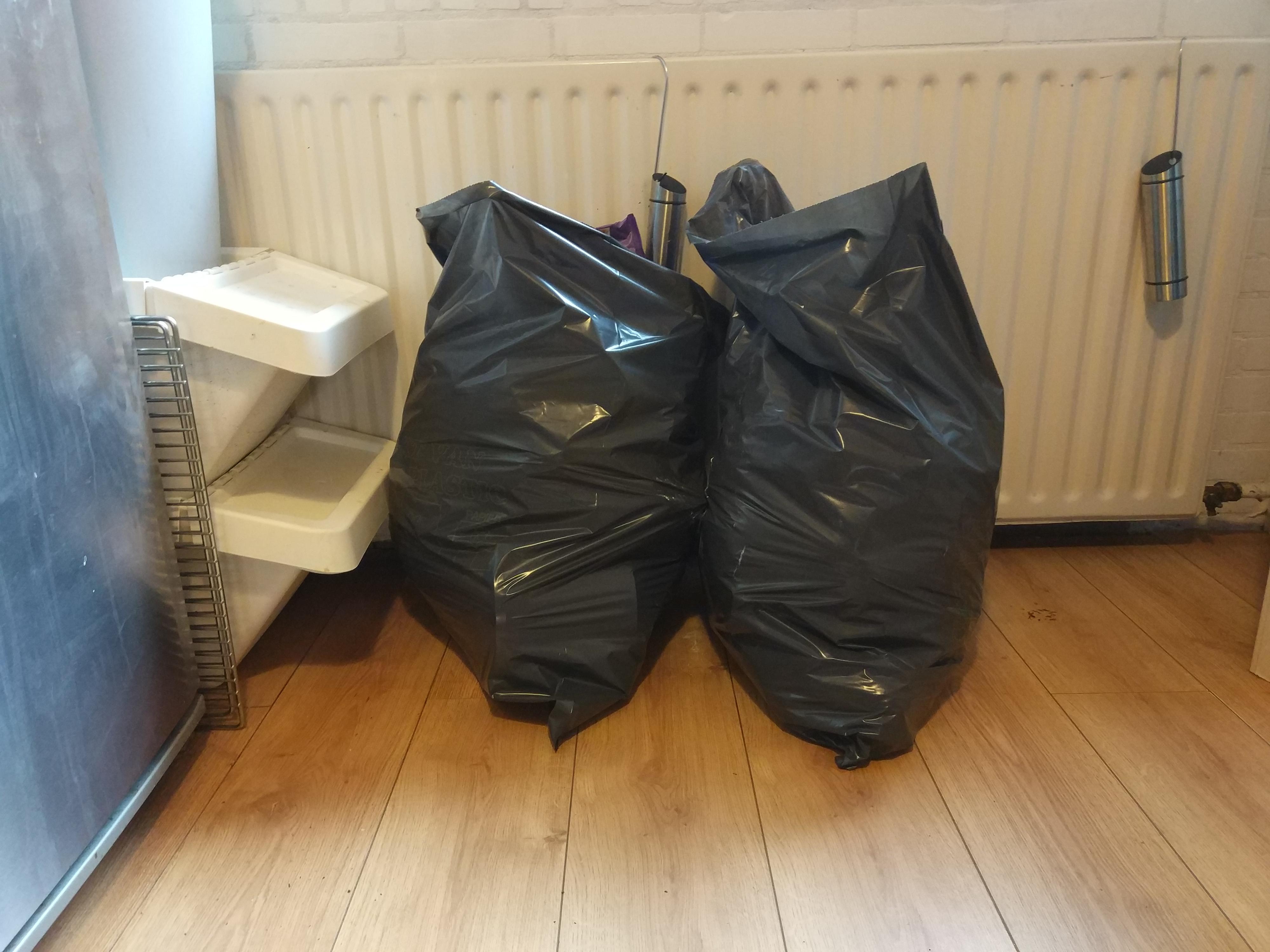 Twee vuilniszakken vol ah shit