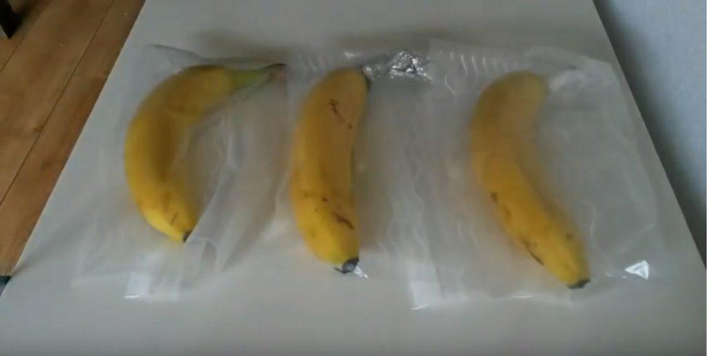 Wateetons Wetenschap: blijft een banaan langer vers als je het steeltje inpakt?  – test 2