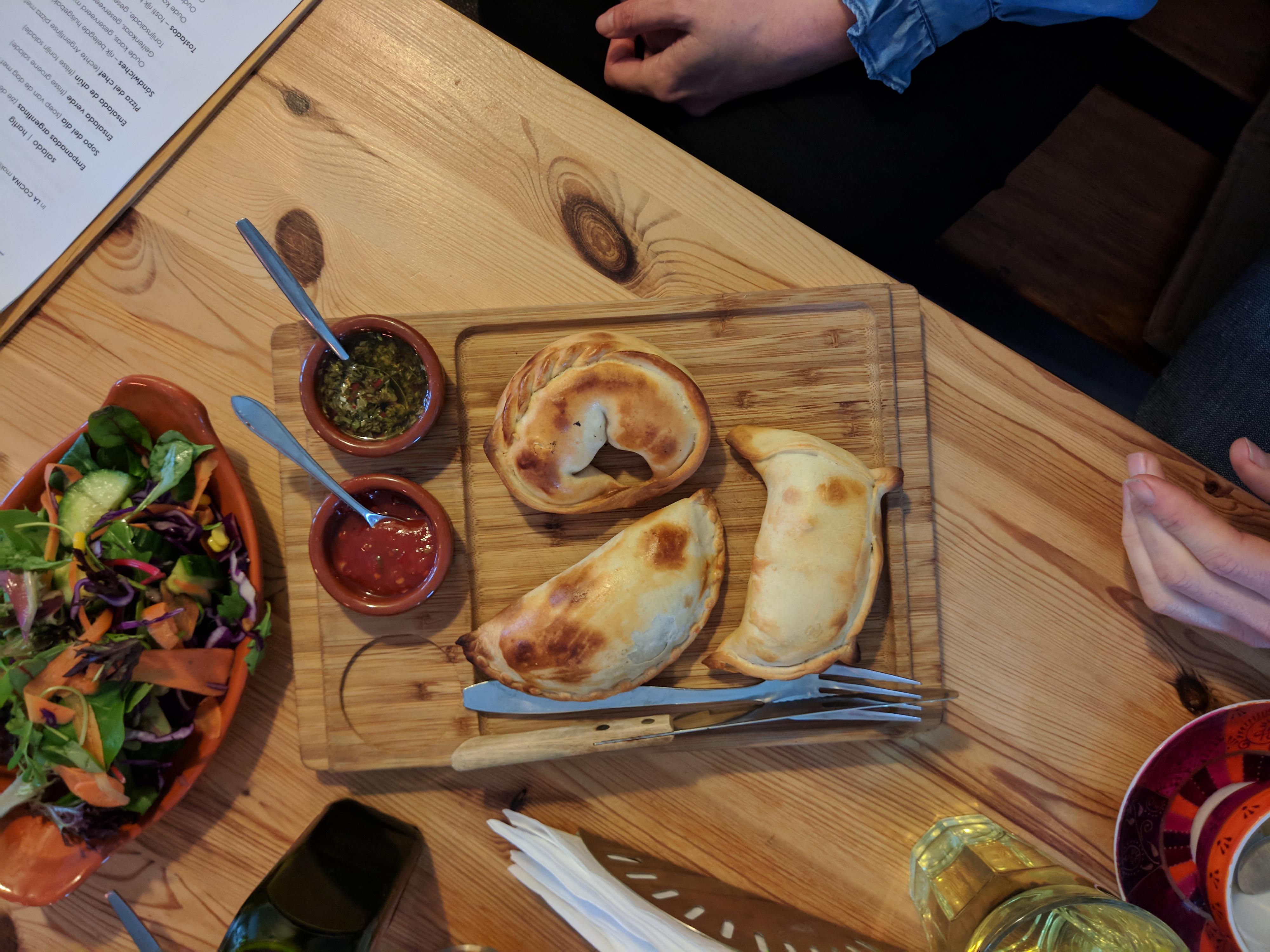 Meneer eet uit: la cocina empanadas in Amsterdam-Noord